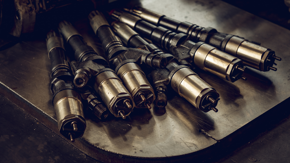 Dyser er blant komponentene i en dieselmotor i fiskebåten som trenger jevnlig vedlikehold.